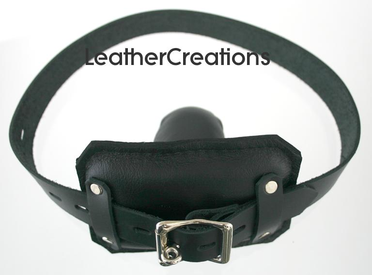 Padded front buckle locking gag